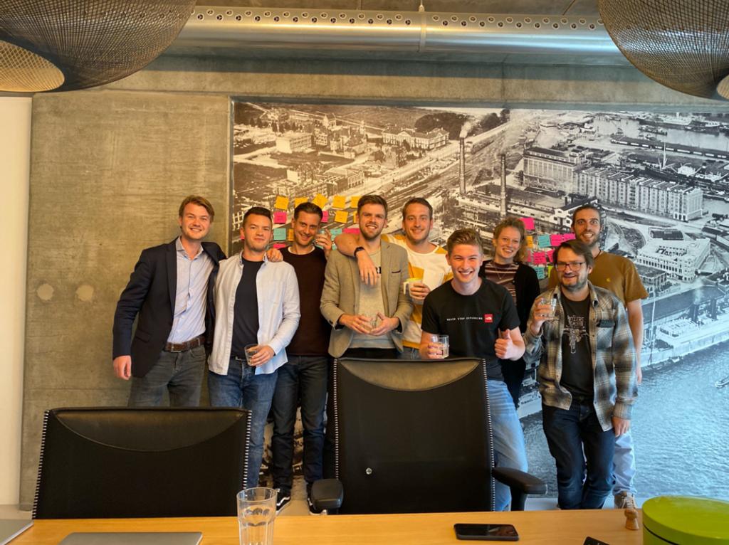 Joost Pompe met het development-team die de FIGO-app gebouwd heeft.